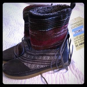 NWT Tom's Fleece Lined Boots